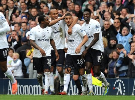 Tottenham celebrate Kyle Walker's goal against Arsenal