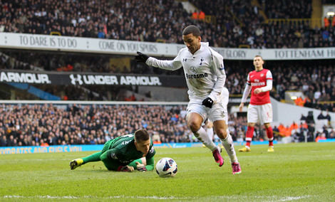 Aaron Lennon scores for Tottenham against Arsenal